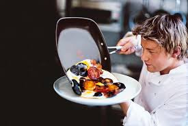 работа поваром за границей требует профессиональных навыков