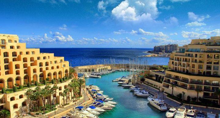 >Мальта це крихітна держава в Середземному морі