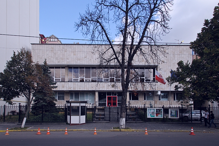 здание посольства Польши в Украине