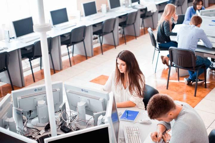 Сотрудников в области разработок банковских электронных продуктов