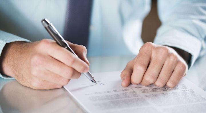 работодатель регистрирует контракт в Министерстве Труда Испании
