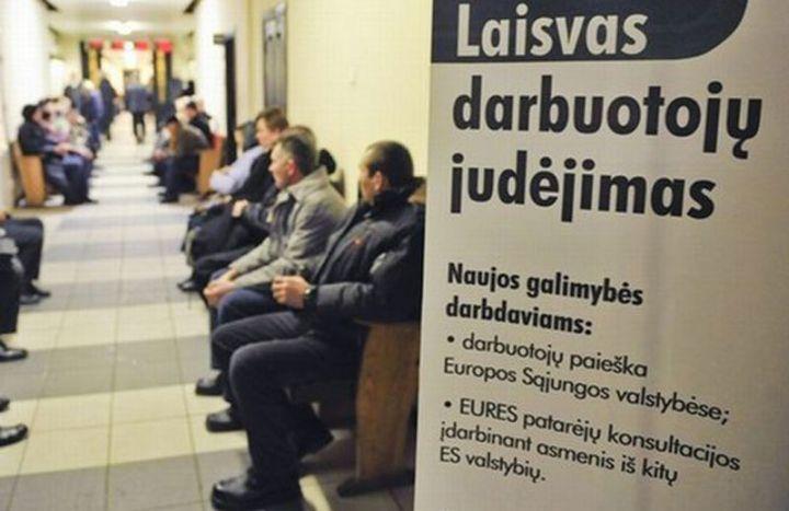 иностранец сможет получить работу, если на вакансию от местной биржи труда  в течение месяца не удалось пригласить литовца или гражданина ЕС