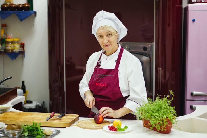 повар женщина Анна Гнатюк 37 лет